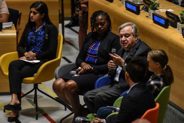 Guterres sprach mit den jungen Klimaaktivisten. AFP/Keith