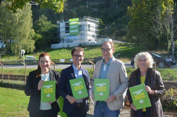 In Lochau haben Nina Tomaselli, Daniel Zadra, Johannes Rauch und Katharina Wiesflecker (v.l.) das Programm für die Landtagswahl präsentiert.Grüne
