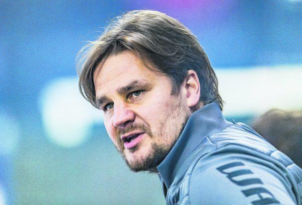 Jussi Tupamäki hat sich ein komplexes Spielsystem für die Bulldogs ausgedacht, das bislang nicht funktioniert.GEPA