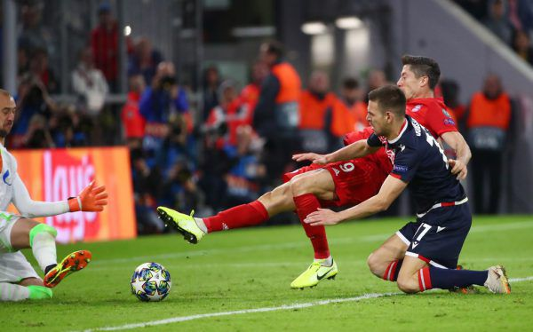 Lewandowski stochert den Ball zum 2:0 über die Linie. Reuters