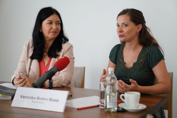 Manuela Auer und Veronika Bohrn Mena.Shutterstock, FSG