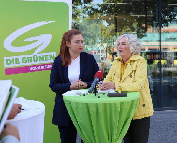 Nina Tomaselli (l.) und Katharina Wiesflecker präsentierten gestern ihr Konzept der Kindergrundsicherung.Grüne