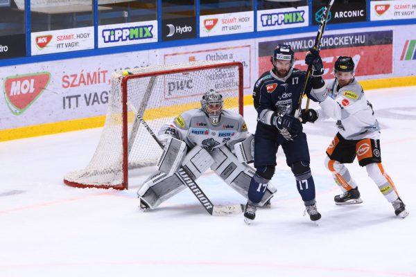 Rasmus Rinne wehrte gestern 42 von 45 Schüssen ab, darunter alle drei von Ex-Teamkollege Scott Timmins mit der Nummer 17. ©CDM/Blende47