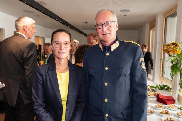 Richterin Susanne Fink und Landespolizeidirektor Hans-Peter Ludescher.