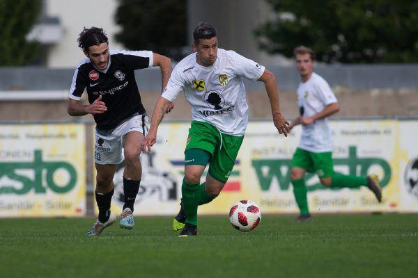 Routinier Thiago leitet das Spiel der Austria-Amateure.Steurer