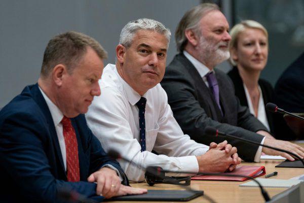Stephen Barclay beim gestrigen Treffen in Brüssel. AP