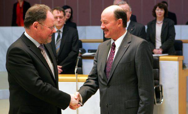 Am 31. Jänner 2007 wurde Werner Huber (l.) vom damaligen Landtagspräsidenten Gebhard Halder angelobt.