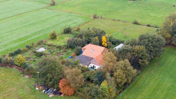 Auf diesem Grundstück in den Niederlanden soll die junge Gruppe mit dem Wiener in einem Keller gelebt haben. APA/AFP
