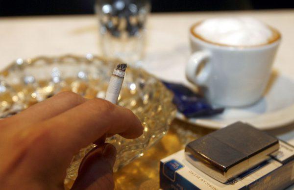 Bald wird in den Cafés und Bars der letzte Tschick ausgedämpft.