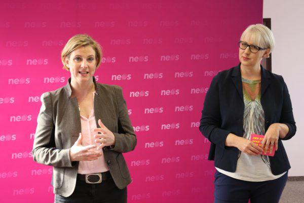 Bundesparteichefin Beate Meinl-Reisinger (l.) unterstützte Neos-Spitzenkandidatin Sabine Scheffknecht.Neos