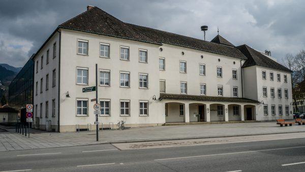 Christoph Waibel (u.) folgt Walter Schönbeck als Stadtrat.