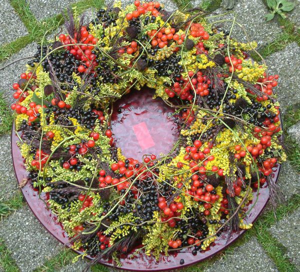 Der Herbst mit all seinen bunten Farben bietet viel Material zum Dekorieren.Rammel (7)BEchter (2)