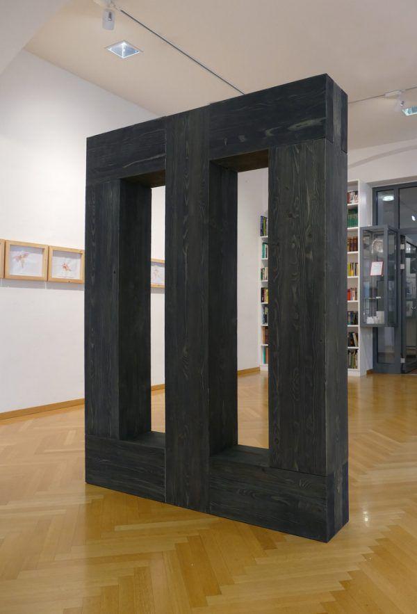 Die Holzskulptur in Klagenfurt. Wolfgang Ölz