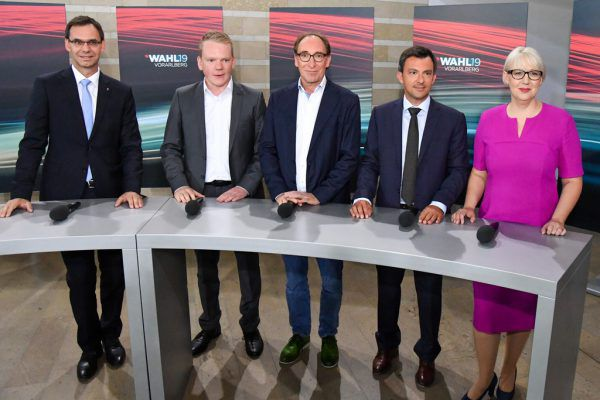 Landeshauptmann Markus Wallner sprach gestern mit den Parteichefs Christof Bitschi, Johannes Rauch, Martin Staudinger und Sabine Scheffknecht (v.l.).Oliver Lerch