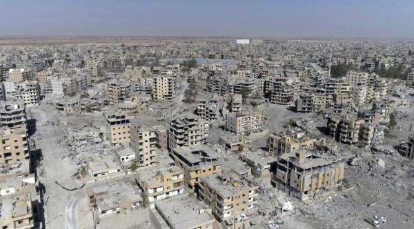 In der einstigen syrischen Rebellenhochburg Raqqa (hier ein Archivbild) tauchten wie aus dem Nichts mehrere IS-Terroristen auf und lieferten sich Feuergefechte mit kurdischen Polizisten.AP