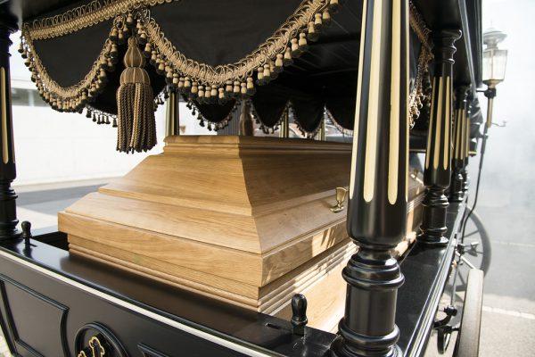 Jedes Detail der Kutsche ist originalgetreu erhalten.Bestattungshaus Feuerstein (2)