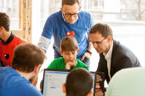 """Kinder werden bei """"Code4Kids"""" mit der digitalen Welt bekannt gemacht. VLK"""