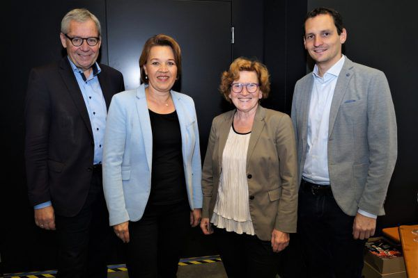 Landesrat Karlheinz Rüdisser, Bürgermeisterin Andrea Kaufmann und die Stadträte Marie-Louise Hinterauer und Julian Fässler schauten sich die neue Halle an.Yasmin Ritter (7)