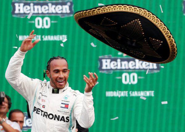 Lewis Hamilton war auf dem Podest zum Scherzen zumute.Reuters