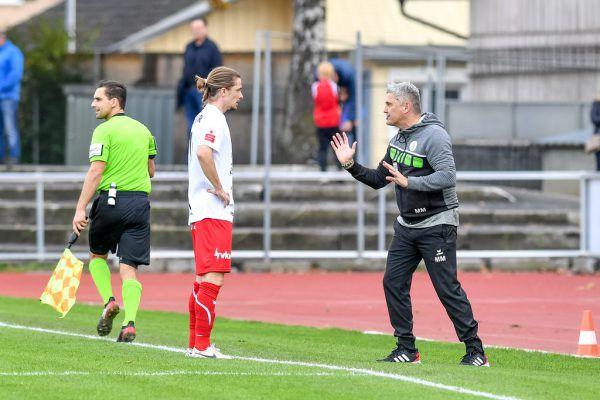 Markus Mader (r.) will von seiner Elf mehr sehen, als sie gestern gegen die Juniors OÖ zeigte.Gepa/lerch