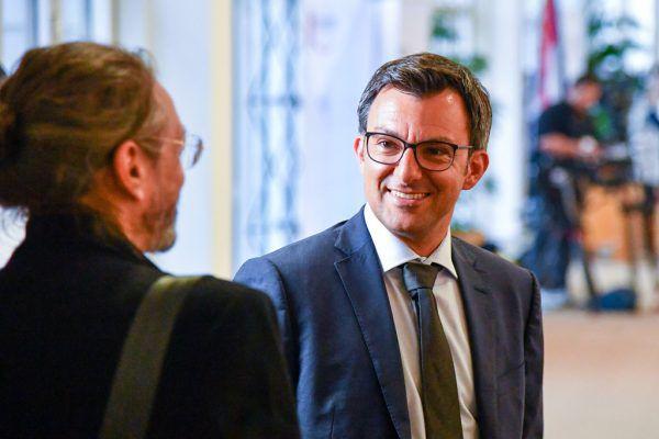 """Martin Staudinger im Gespräch mit Konrad Steurer von """"Der Wandel"""". Oliver LErch"""
