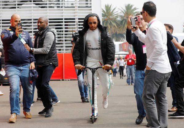 Max Verstappen startet von der Pole Position (l.). Lewis Hamilton könnte nach dem Rennen bereits Weltmeister sein. reuters, gepa