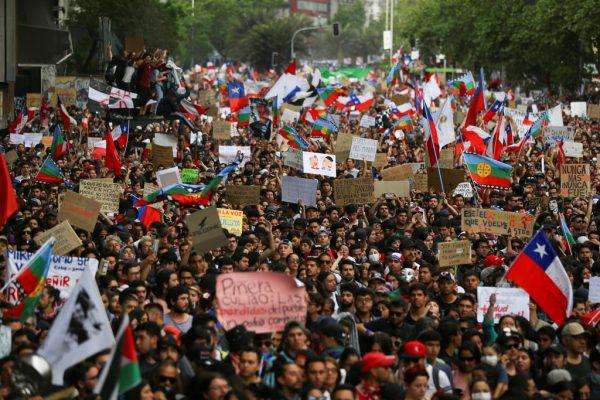 Mehr als eine Million Menschen gingen in ganz Chile auf die Straße. REUTERS