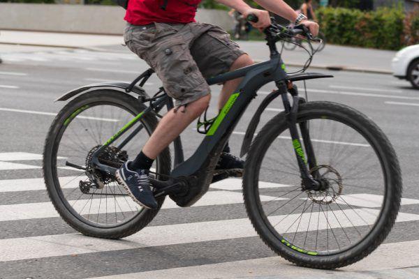 Mit dem E-Bike umweltfreundlich zur Arbeit.Symbolbild/NEUE