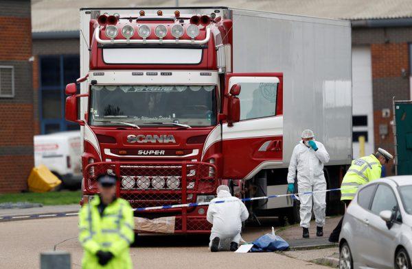 Noch immer nicht geklärt ist die Herkunft der 39 Toten in einem Lkw-Container in England. Die Ermittler konzentrieren sich nun auf Vietnam als mögliches Herkunftsland.Reuters