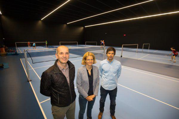 Norbert Schmid, Verena Fastenbauer und David Obernosterer in der neuen Halle.Hartinger