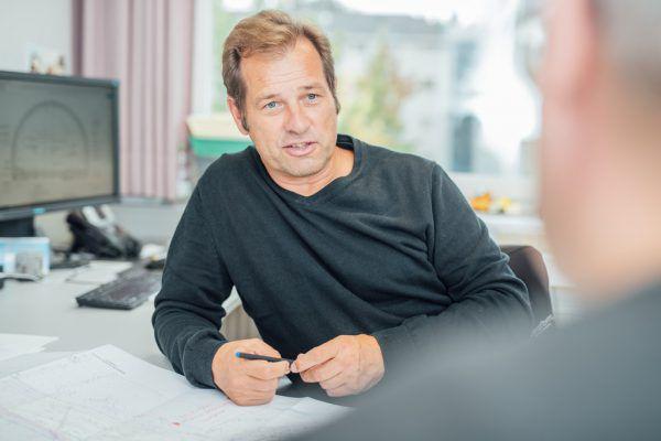 Projektleiter Bernhard Braza vom Landesstraßenbauamt.SAMS