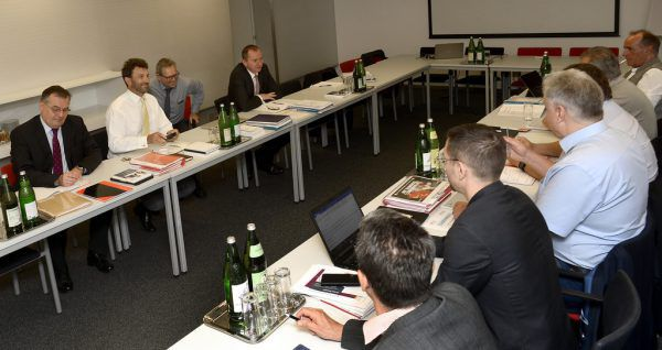 Rund elf Stunden wurde am Mittwoch über den Kollektivvertrag der Metaller verhandelt.