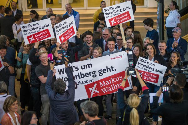 Sowohl im Landhaus (großes Foto) als auch bei der Feier in einem Bregenzer Gasthaus (kleines Foto) durfte bei der ÖVP gejubelt werden.Steurer (3), Lerch (2)