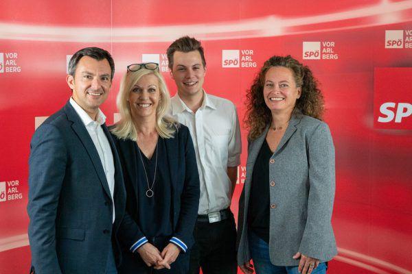 SPÖ-Spitzenkandidat Martin Staudinger (l.) mit Unterstützern.SPÖ