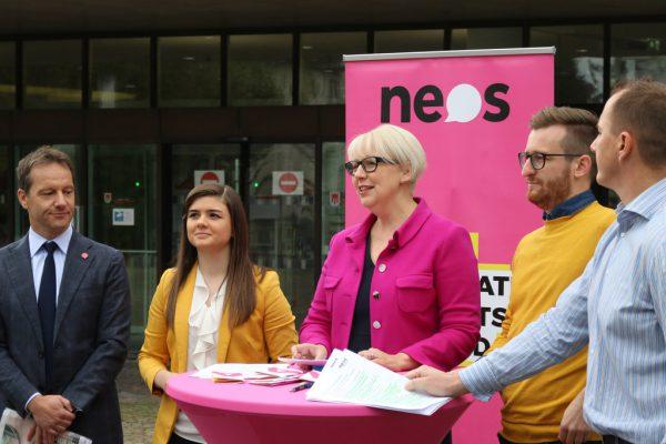 Top-5-Neos-Kandidaten: Garry Thür, Fabienne Lackner, Sabine Scheffknecht, Johannes Gasser und Sasha Petschnig.Neos