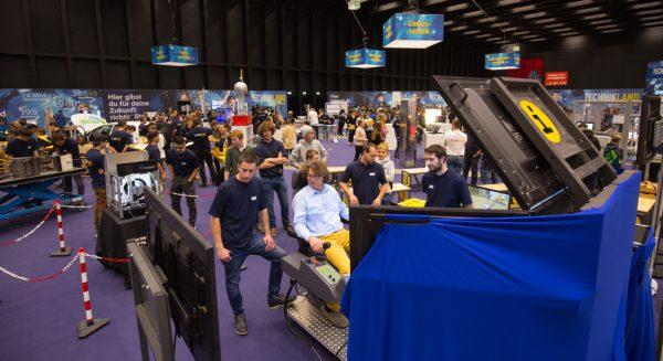 Über 10.000 Besucher informierten sich bei der ersten Auflage der i-Messe über mehr als 80 verschiedene Berufsbilder.