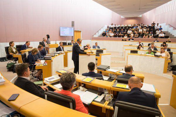 Von 54 Kandidaten, die gute Chancen auf einen Einzug in den Landtag haben, sind 27 männlich.Hartinger