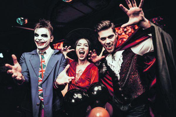 Vor allem die junge Generation und Familien mit Kindern können sich für Halloween begeistern. Shutterstock