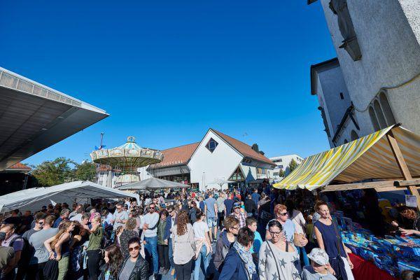 """Zehntausende Besucher werden zur Kilbi erwartet.Foto rechts: Übergabe des """"Pimpo"""" an den Bürgermeister.Studio 22/Marcel Hagen (2)"""