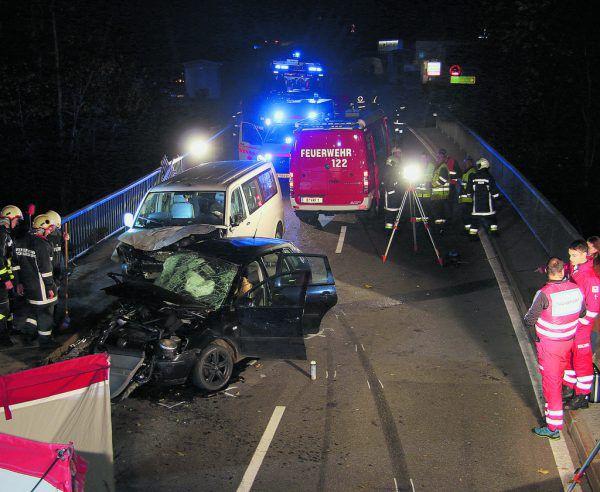 Zwei junge Männer starben in Schwarzenberg bei einem schweren Verkehrsunfall.vol.at/Pletsch