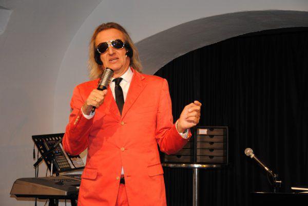 Ein grandioser, sehr musikalischer Entertainer: Markus Linder ist dieses Wochenende am Saumarkt-Theater zu erleben.Markus Linder (2)