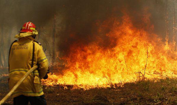 Viele Feuer waren am Samstag noch außer Kontrolle.Darren Pateman/AAP