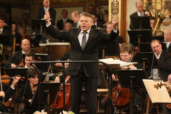 2016 dirigierte Mariss Jansons die Wiener Philharmoniker beim Neujahrskonzert. Ap