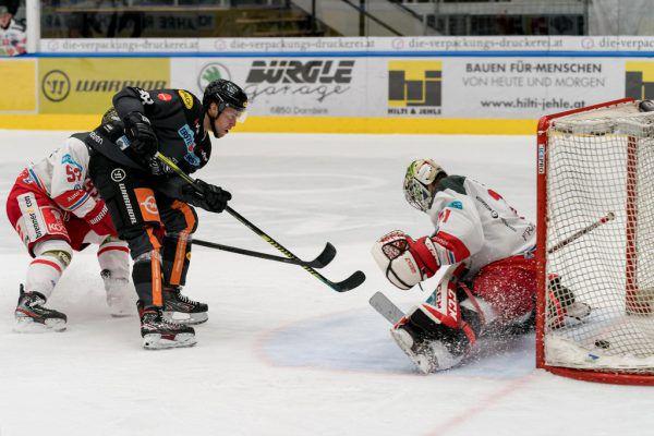 DEC-Center Juhani Tamminen trifft zum 2:1 gegen Bozen.