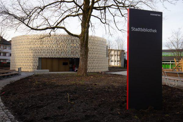 Eine schwere Windschutztüre erschwert den Zugang zur Bibliothek.Klaus Hartinger