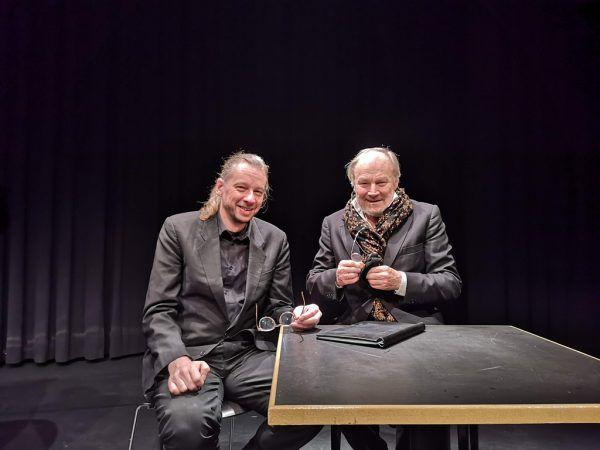 Klaus Maria Brandauer mit Arno Waschk (l.), der die szenische Lesung mit Musik etwa von Bach und Beethoven bereicherte.Nikola bartenbach