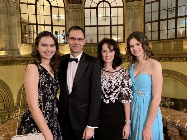 Landeshauptmann Markus Wallner mit Gattin Sonja und den Töchtern Sophia und Raphaela.Franz Lutz