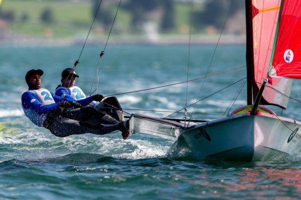 Bei der 49er-WM liegen Benjamin Bildstein (hinten) und David Hussl derzeit vor der internationalen Konkurrenz.Sailing Energy