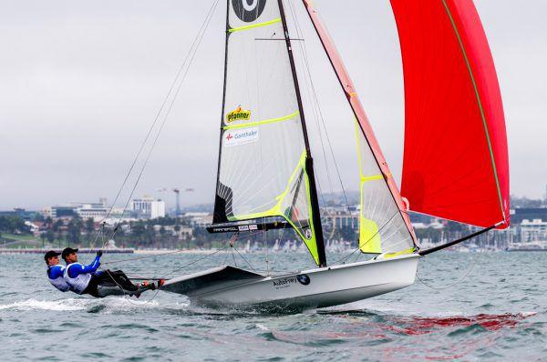 Benjamin Bildstein und David Hussl zeigen bei der WM vor Geelong ihr gesamtes Potenzial.World Sailing
