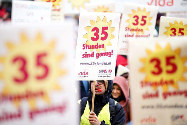 Die Arbeitnehmer beharren auf ihrer Forderung nach einer 35-Stunden-Woche bei vollem Lohnausgleich.APA/GEORG HOCHMUTH